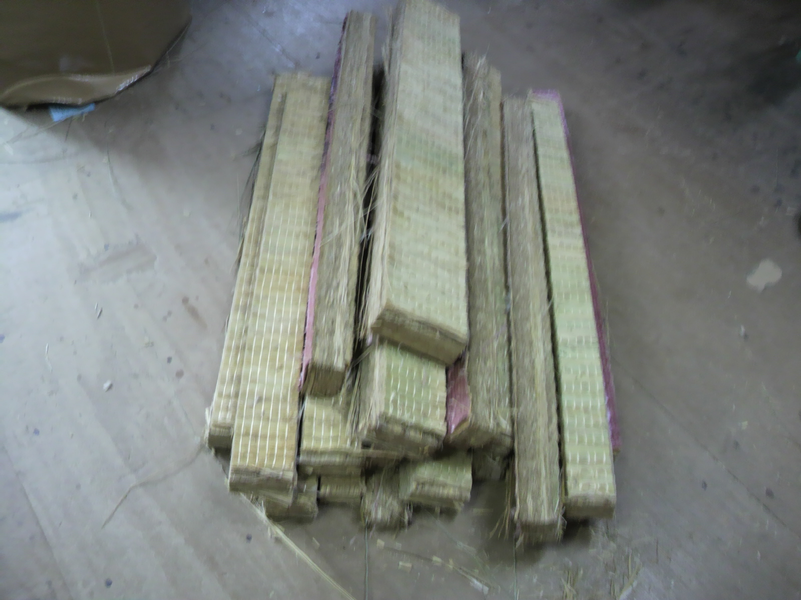 藁床の切れ端
